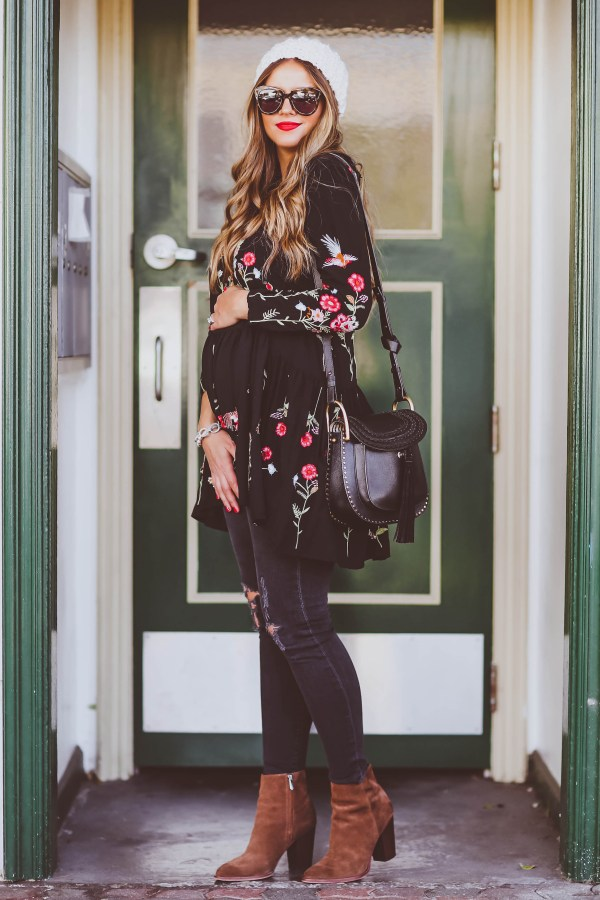 #BumpStyle // Floral Embroidered Tunic & Distressed Skinny Jeans | BondGirlGlam.com
