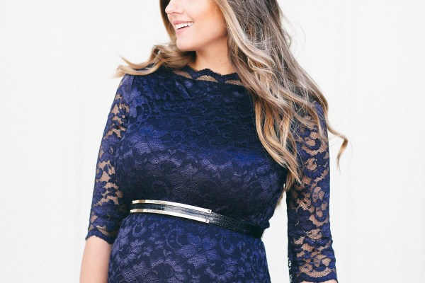 #BumpStyle // Navy Lace Boatneck Dress | BondGirlGlam.com