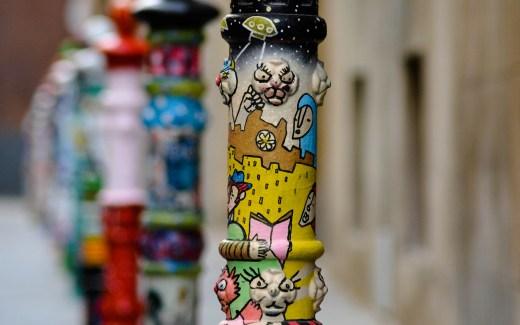 Pillon street Tarragona en het feest van de gekleurde paaltjes