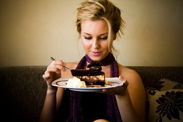 woman-eating-cake