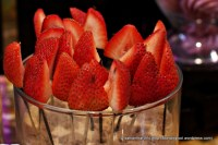 Strawberries ready ti be dunk in chcolate