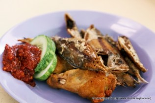 Deep-fried small Ikan Kuning (yellow fish), Chicken Wings and the very delicious Nasi Lemak Sambal.