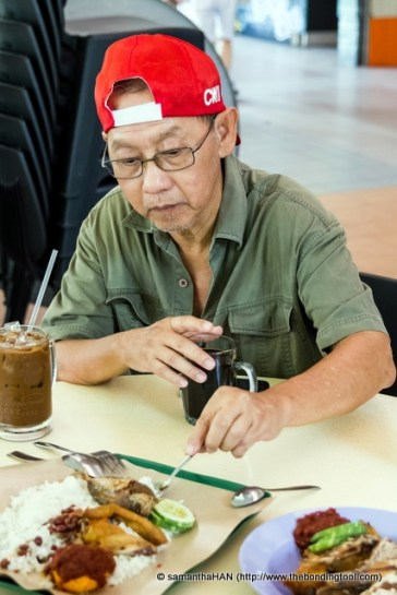 Uncle Smart tasting the nasi lemak.