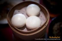 流沙包. Steamed Buns with Salted Egg Yolk Filling.