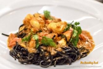 Taglierini neri o bianchi fatti in casa all'Astice con Peperoncino e basilico fresco.