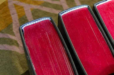 Шитый каптал на книге с крашеным обрезом (фото: Bonefolder.Club)
