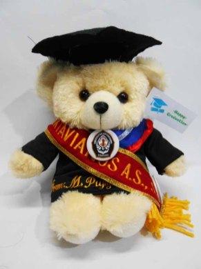 boneka wisuda puffy bear nama di baju dan selempang wisuda 2