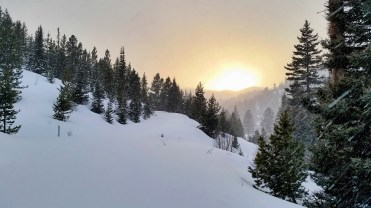 I left Mo behind and sprints to the ridge to capture this sunset.