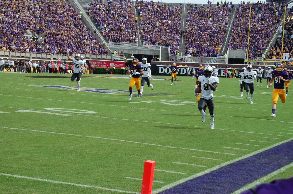 UCF's Adrian Killins nears the end zone on a 100-yard kickoff return that allowed the Knights to tie the score at 7.