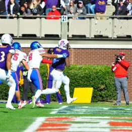 ECU's James Summers goes into the East end zone early in the second quarter Saturday. (Bonesville Staff photo)