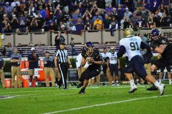 Quarterback Gardner Minshew scrambles in the pocket against AAC foe, Navy. (Bonesville Staff)