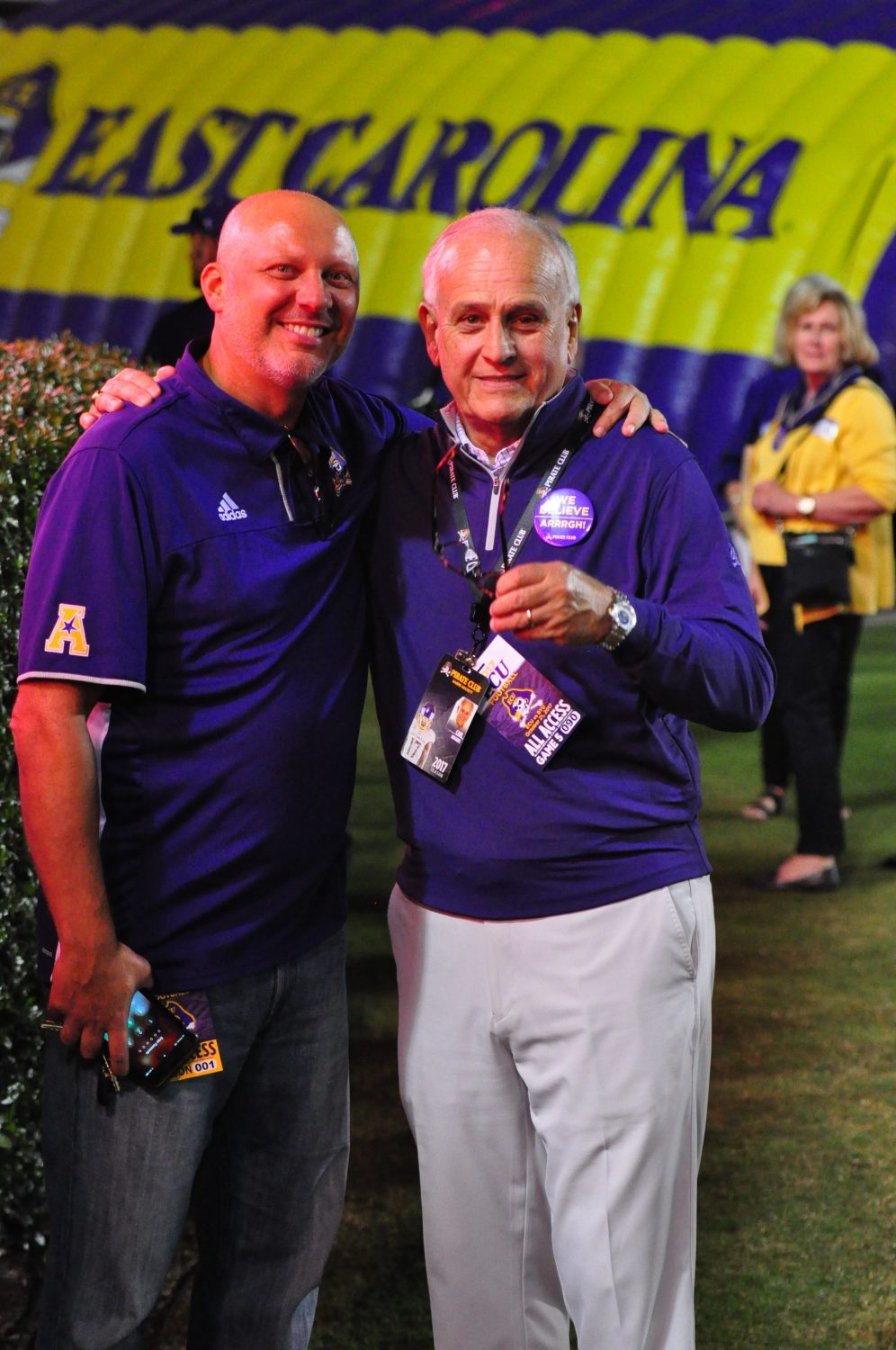ECU basketball coach Jeff Lebo (left) with prominent Pirate supporter Carl Rogers. (Photo by Al Myatt)