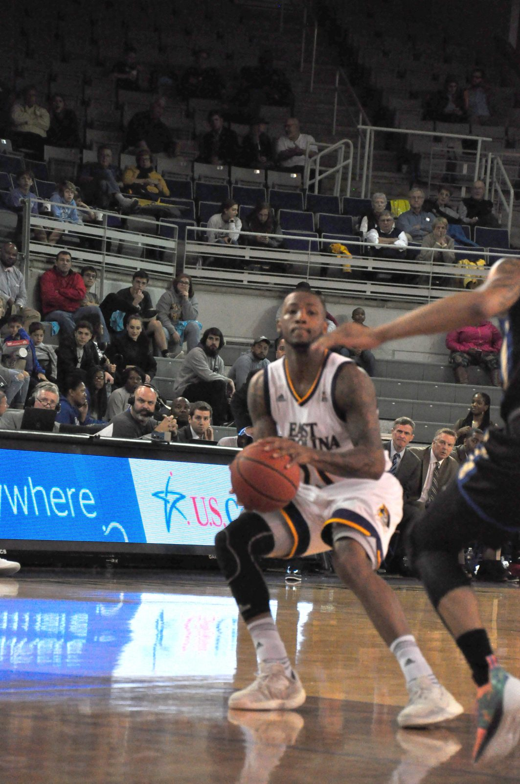 B.J. Tyson makes a jump stop in the lane before going up for a shot. (Photo by Al Myatt)