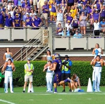 ECU began to pull away on this 48-yard scoring run by Darius Pinnix that provided a 28-19 lead. (Photo by Al Myatt)