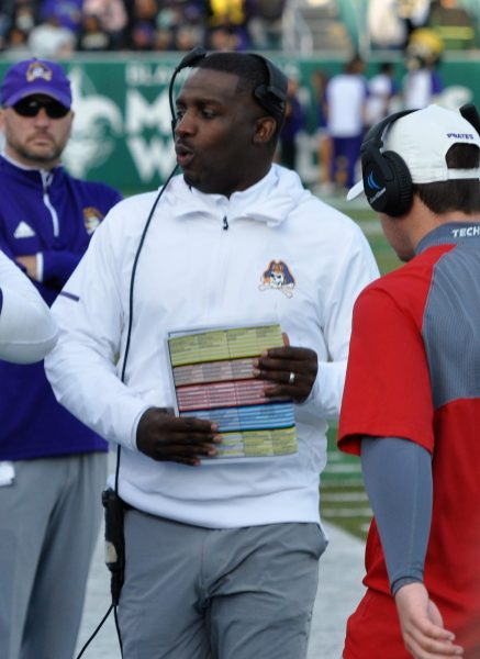 ECU coach Scottie Montgomery talks to offensive players during the AAC game at Tulane. (Photo by Al Myatt)