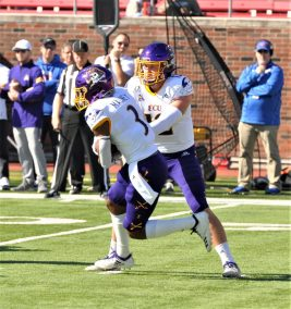 True freshman Demetrius Mauney (3) takes a handoff from Holton Ahlers. (Photo by Al Myatt)