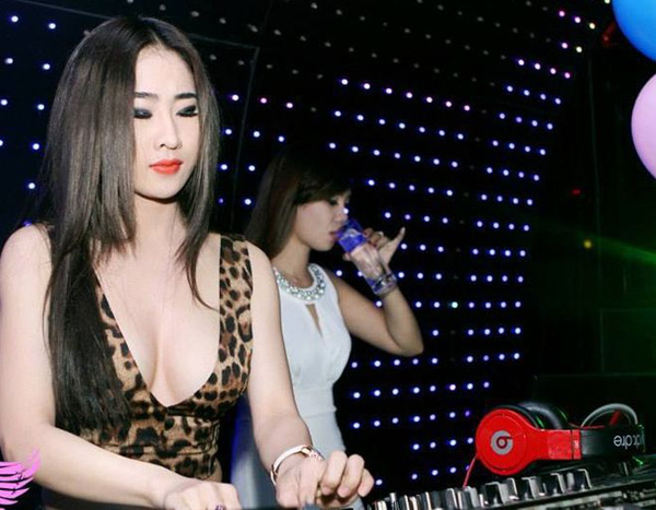 dj-y-khien-fan-nam-dung-ngoi-khong-yen-vi-qua-goi-cam-da-phong-cach (2)