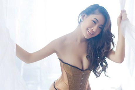 dj-y-khien-fan-nam-dung-ngoi-khong-yen-vi-qua-goi-cam-da-phong-cach (3)