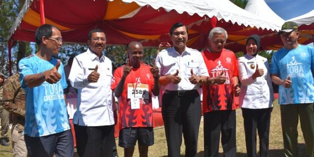 Gubernur Sumut dan Menko Maritim Hadiri Toba Cross Run 2017