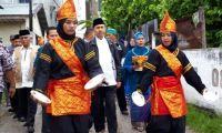Tiba di Talang Mandi Sebanga Duri, Syamsuar Disambut Gendang Tabuik dan Tari Piring
