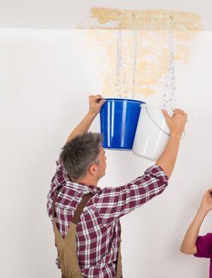 تسرب المياه من السقف