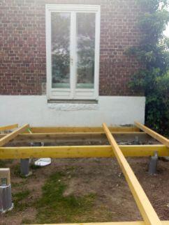 construction terrasse bois sur poutres porteuses et plots béton (10)