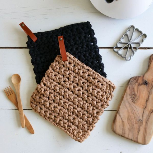 Manique pose plat crochet crocheté en coton recyclé avec lien en cuir lavable