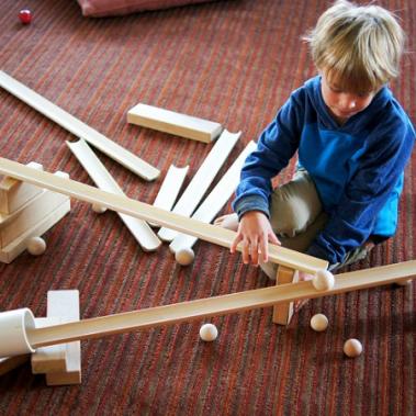 jeu-rampe-bois-stem-ecole-alternative-maternelle