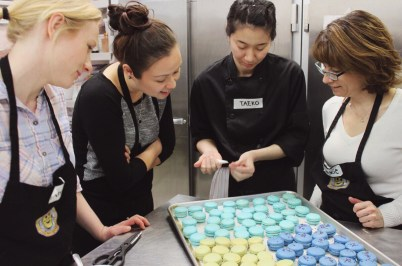 Taeko show the girls how to decorate with white chocolate (for the earl grey.)