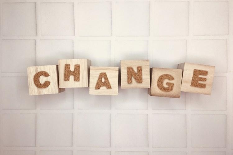 「CHANGE」の文字
