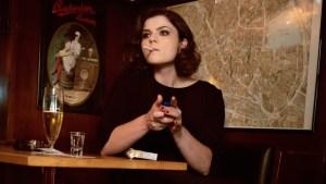 """""""Dann muss man einfach damit leben, dass Leute einen blöd finden"""" – Sophie Passmann im Interview"""
