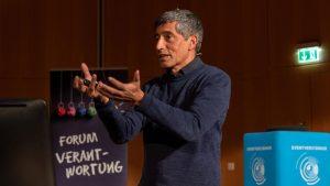 """""""Reflektierter Fortschritt"""" – Ranga Yogeshwar über Künstliche Intelligenz und Ethik"""
