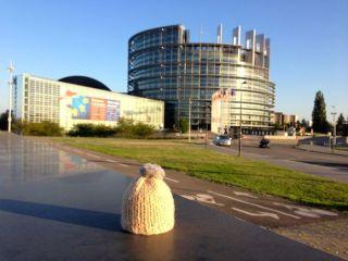 globe-t-bonnet-voyageur-travelling-winter-hat-strasbourg-Parlement1B