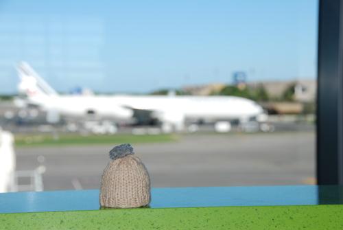 globe-t-bonnet-voyageur-travelling-winter-hat-punta cana airport3