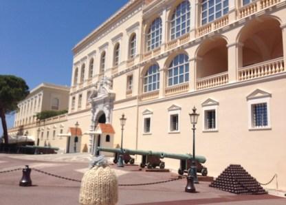 globe-t-bonnet-voyageur-travelling-winter-hat-monaco-palais-2