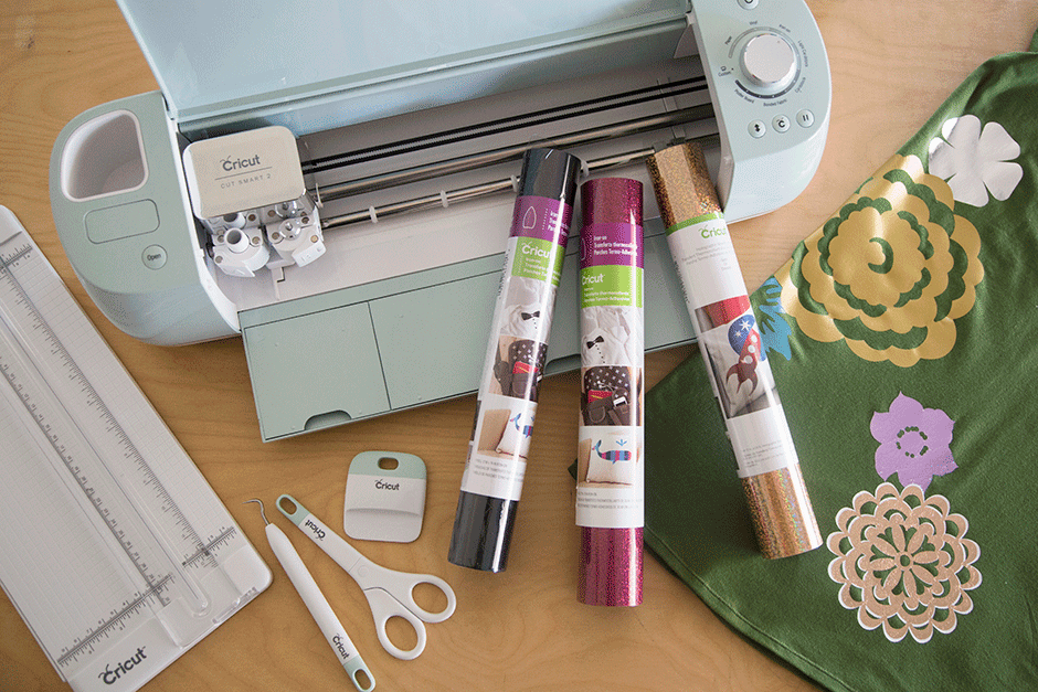 Looking for Cricut projects for beginners? Or have you bought a new machine and are wondering what you can do with a Cricut machine? Iron on decoration is the perfect starting point! This video will show you how to use heat transfer vinyl with your Cricut Maker machine or your Cricut Explore Air. Also learn about how to choose the BEST Cricut machine for your favorite type of crafting. You can also use this same technique to cut out regular vinyl with your Cricut which can be used to decorate glass, plastic, car windows, you name it!