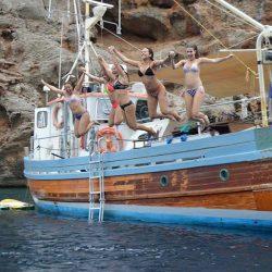 Bonne Lass Charters jump into the sea