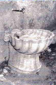 The only Image I could find of the original Fountain
