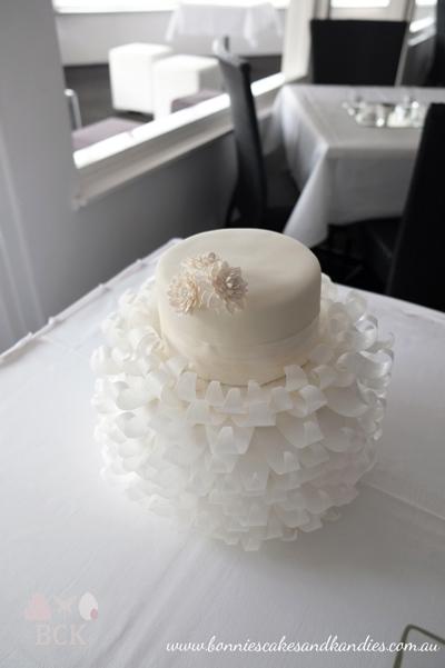 Romantic White Wedding Cake Mooloolaba Bonnies Cakes Amp Kandies