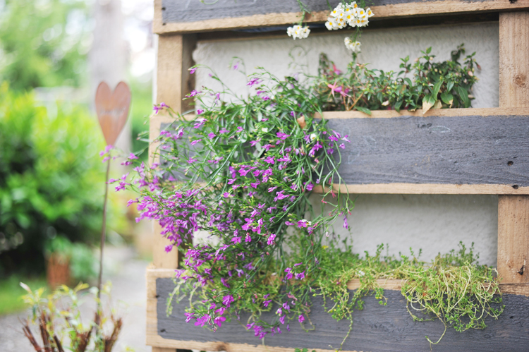Blumenkasten aus alter Palette bauen