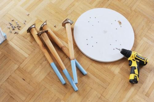 Möbel aus Weinkiste bauen: Tisch im Skandi-Stil