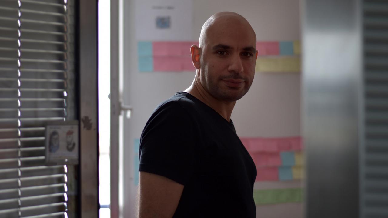 Samir Dahmani dans son atelier - Photo Alain François