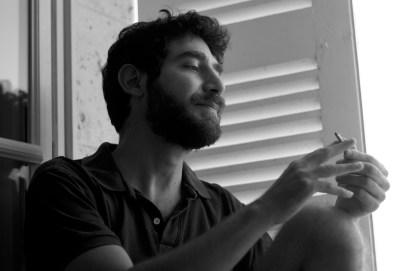 Kamal Hakim dans l'atelier de Noémie Honein