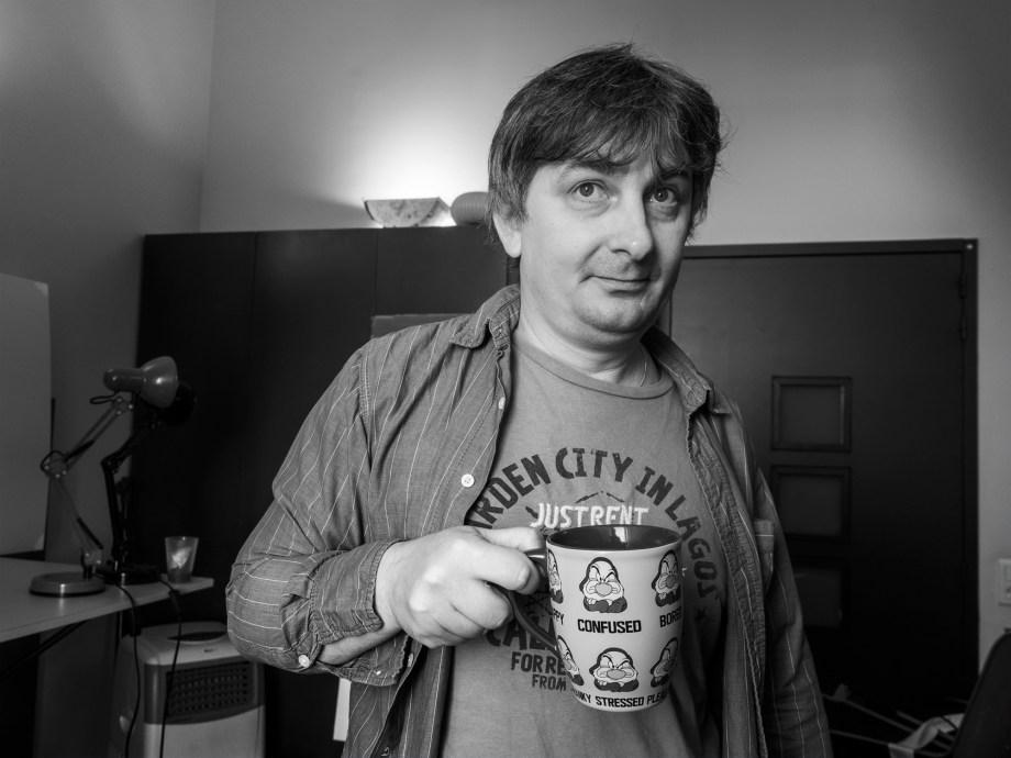 Miroslav Sekulić-Struja «confused» dans son atelier