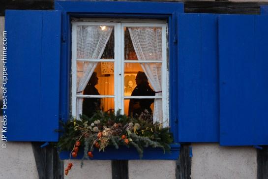 Derrière les volets des maisons alsaciennes du village la vraie vie comme autrefois vous attend.