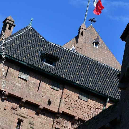 L'aigle de Guillaume II survole le donjon du château du Haut-Koenigsbourg