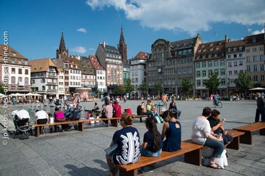 Strasbourg, place Kléber. Silhouette de la cathédrale en arrière-plan.