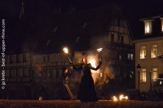 Spectacle pyrothechnique et chorégraphique à Wissembourg en clôture du défilé nocturne du Hans Trapp.