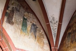 Hunawihr fresques du XVe siècle. Saint Nicolas porte secours à son voisin qui, par manque d'argent, voulait prostituer ses 3 filles.