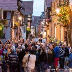 Les visiteurs découvrent une foule de détails à travers Riquewihr